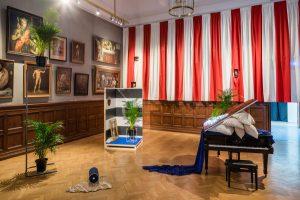 Joanna Nordin, A Set of Conditions. Scenografisk installation och performance (pianokonsert) på Konstakademien 2015. Foto: Jean-Baptiste Béranger